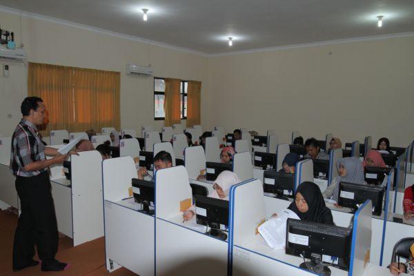 Pelatihan TOEP di ruang Lab. Bahasa